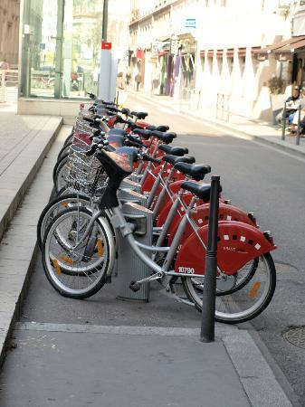 Hotel des Artistes : A Lyon Cycle Hire Station near the hotel