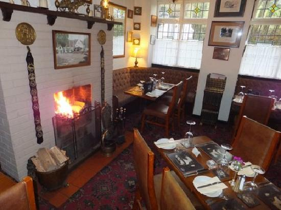 Clent, UK: Traditional country pub restaurant