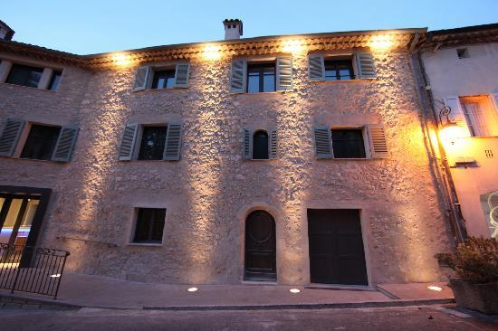 Mougins, Francia: Musée by Night