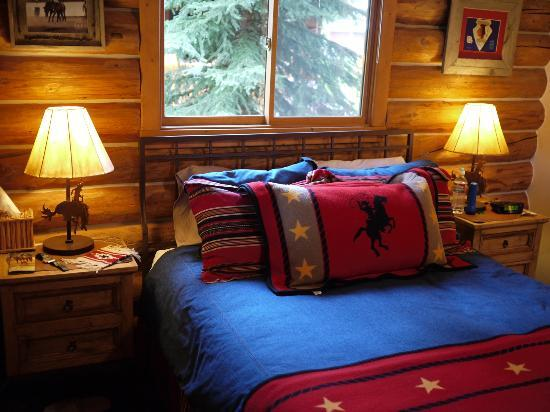 McGinnis Meadows Cattle and Guest Ranch: Cabin: Bed