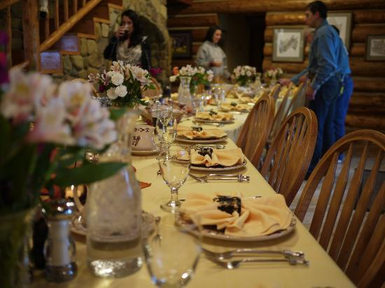 McGinnis Meadows Cattle and Guest Ranch: Main House: Dinner time