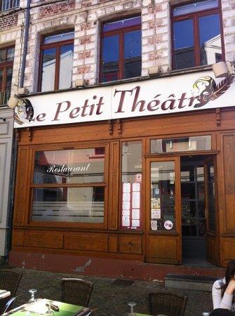 LE PETIT THEATRE: rue des Petits Veziers, la terrasse
