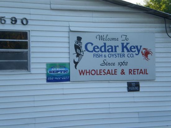 Cedar Key Fish & Oyster Company : street side view