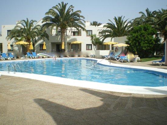 Piscine pr s du centre fitness et du centre de beaut for Atlantis piscine