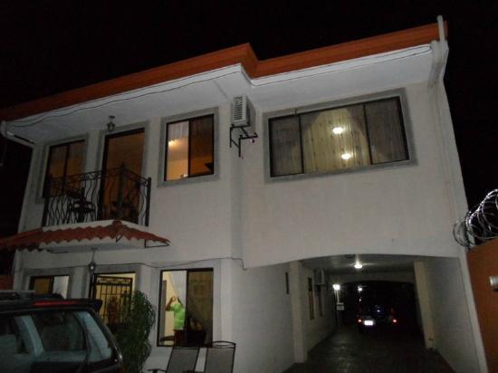 Hotel Santa Maria Inn: Rummet från från parkeringsplatsen