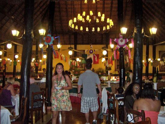 Hotel Riu Lupita: Main dinning area