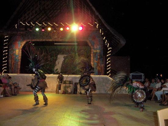 Hotel Riu Lupita: Mayan Show