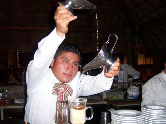 Hotel Riu Lupita: Artemio is doing his magic