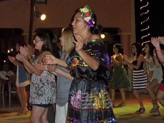 Hotel Riu Lupita: Latin Dance classes