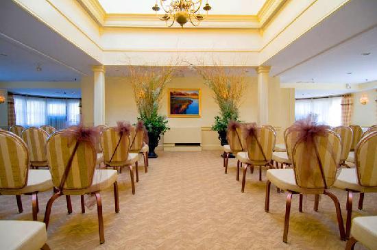 York Harbor Inn: Ballroom set for Wedding