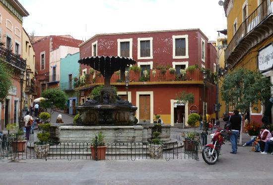Casa Estrella de la Valenciana: Another plaza