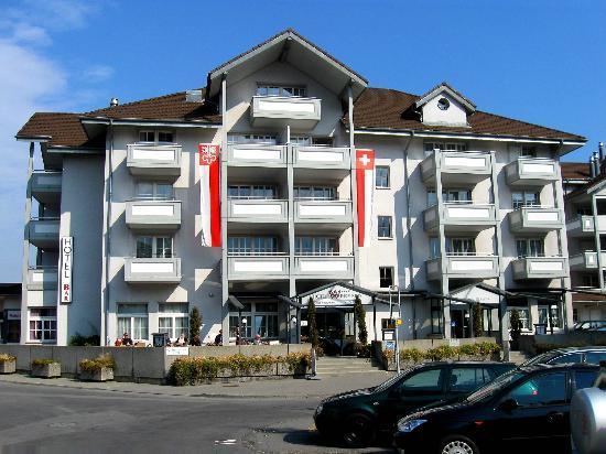 Stansstad, สวิตเซอร์แลนด์: Hotel / Eingangseite