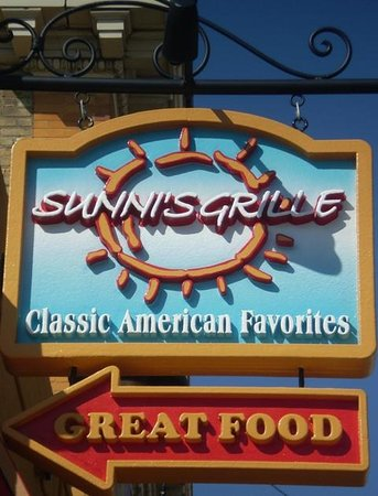 Sunnis Grille Restaurant: Sign
