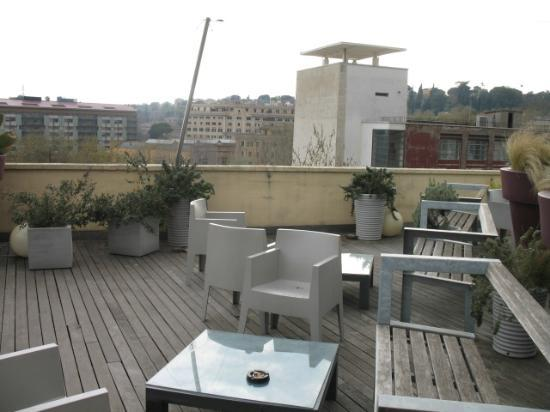Hotel San Francesco: Roof bar/garden (empty because it was March)