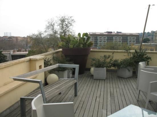 Hotel San Francesco: This is the roof bar/garden - in March
