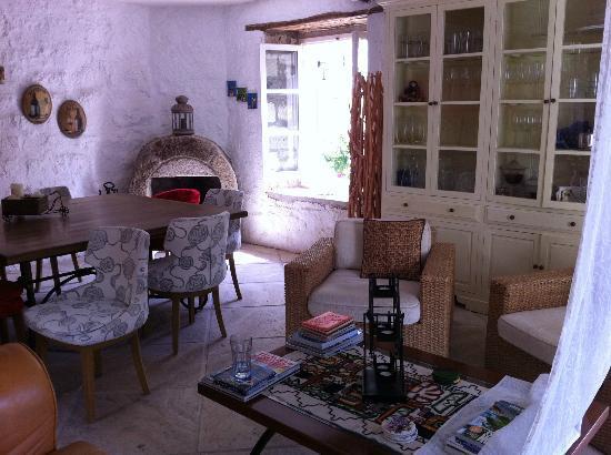Tashan Alacati: fireplace
