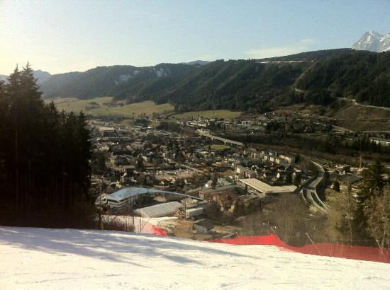 Sporthotel Royer: view of Schladming from the ski slope, the hotel is on the right side