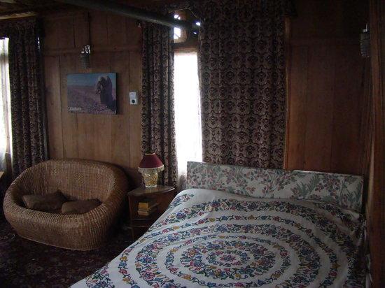 New Buckingham Palace Houseboat : Room