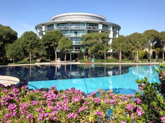 Calista Luxury Resort: Eines der runden Hotelgebäude