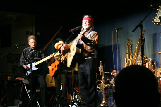 Apache Junction, AZ: Arizona Opry - Willie Nelson impersonator