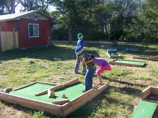 Patriot Inn: We enjoyed the minature golf area.