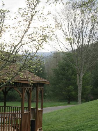 Highland Manor Inn & Conference Center: There are at least two beautiful gazebos on the property.