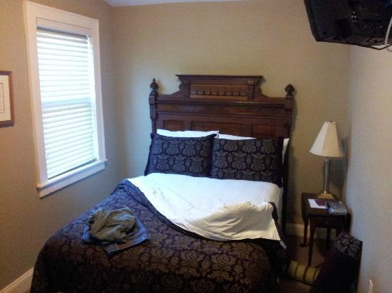 DeBary Inn: Room
