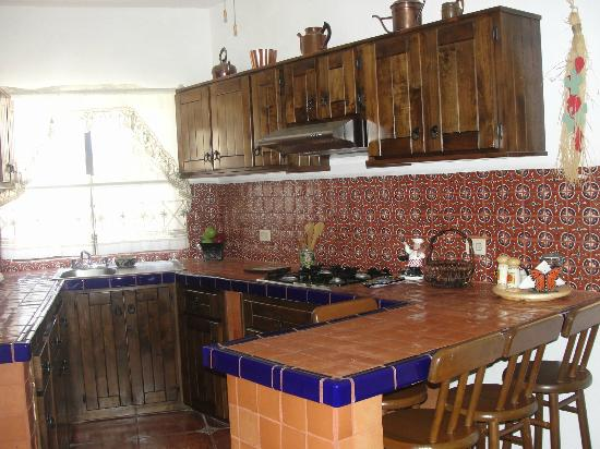 Villas Santo Nino : Complete Kitchen, two-room tiled bathroom with shower, comfortable queen/double beds, ceiling fa