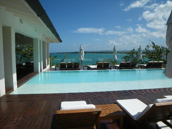 Casa Colonial Beach & Spa: infinity pool next to informal deck dining--my favorite!