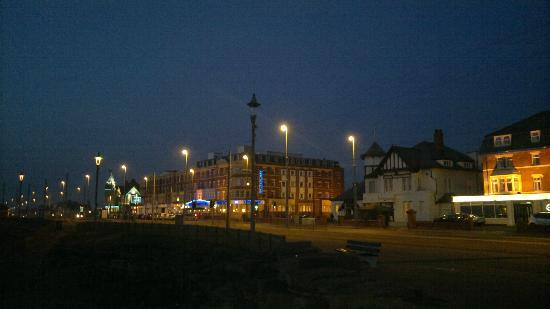 Elgin Hotel Blackpool: Night time