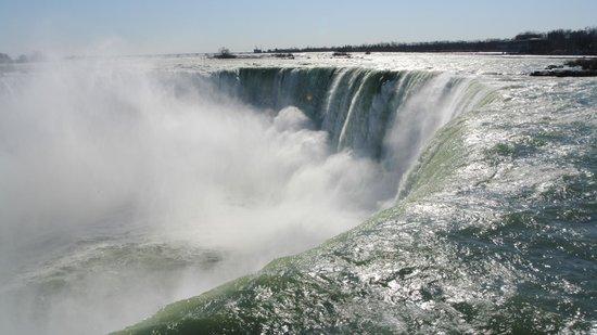 Niagara Falls: Ground level view of the falls