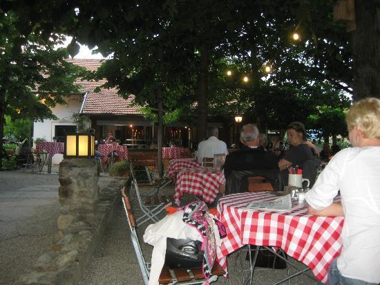 Pfefferlechner: Im Gastgarten