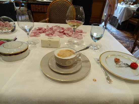 Le Cinq: café creme and bonbons