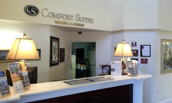 Comfort Suites: The lobby at the hotel