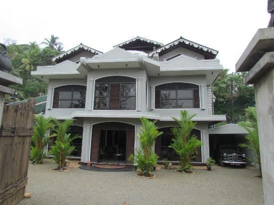 Ridee Villa: Hotel Entrance