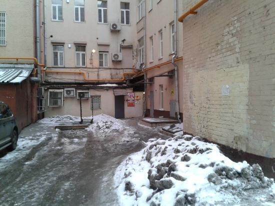 Bulgakov Hostel: Entrance is in the back of the building--pass that solid brick wall and turn right.