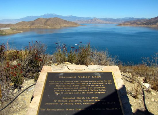 Hemet, CA: View from the viewpoint, with the lake plaque.