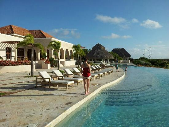 Xeliter Golden Bear Lodge Cap Cana: the pool and main building