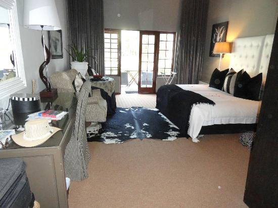 Lairds Lodge Country Estate: Spacious Bedroom