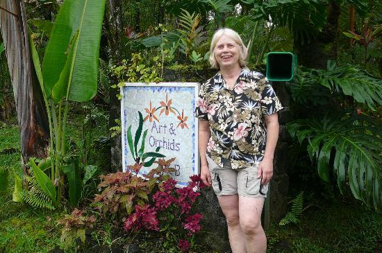 Art and Orchids: Markie with her mosaic sign at the entrance