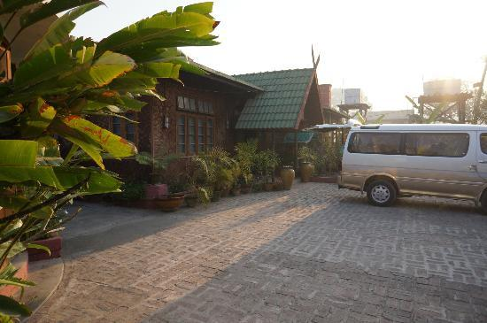 Inle Inn Hotel : Front Area