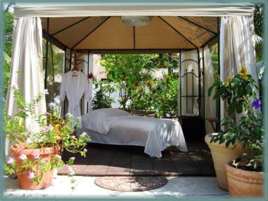 Martina's Oasis Spa: Relaxing Garden Treatment Room