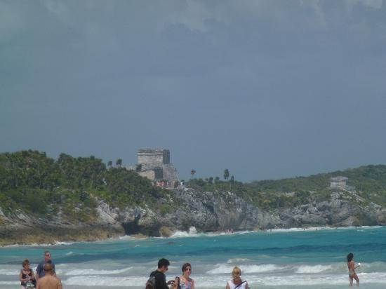‪‪Teetotum Hotel‬: Beach at Tulum with ruins in background‬