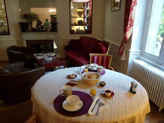 Les Jardins de Lois : Breakfast room.
