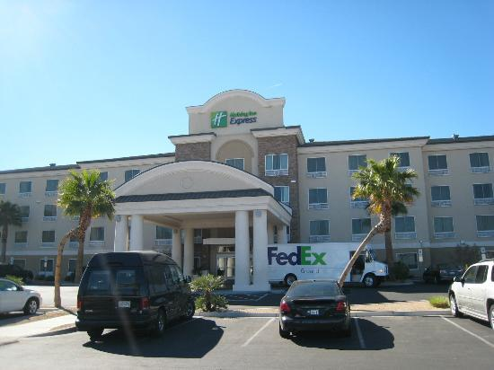 Holiday Inn Express Las Vegas South: Frente del hotel