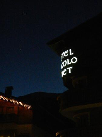 Hotel Piccolo Tibet: Insegna con vista di Venere e Giove (marzo 2012)