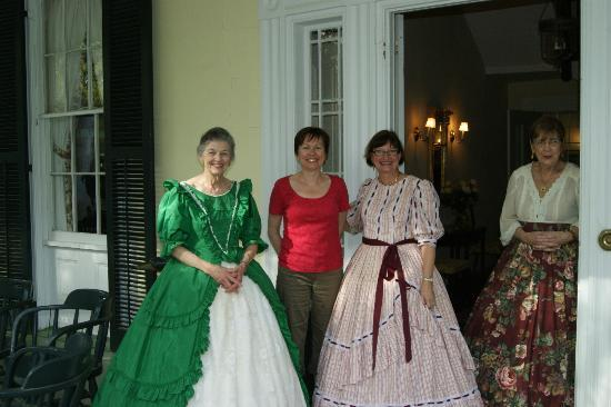 Elgin Plantation Bed and Breakfast : Dressed up for the Pilgrimage