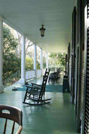 Elgin Plantation Bed and Breakfast: Verandah of main house