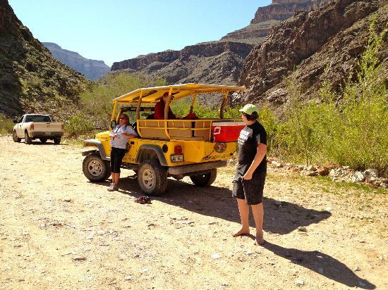Hualapai Lodge : Jeep Tour, stop at the bottom of the Canyon for lunch.