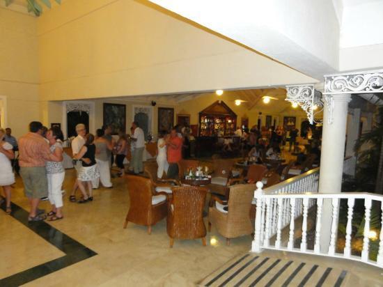 Grand Bahia Principe El Portillo : ambiance au bar de l'hôtel